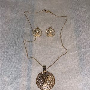 Set earrings and necklace